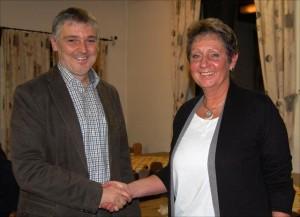 Bürgermeister Kandidatin Angelika Mandlik mit 1. Vorstand der Freien Wähler Elsendorf Martin Biendl